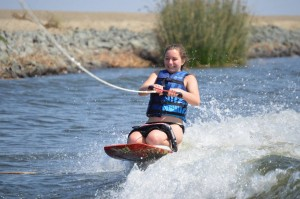 Inbound Student Veronica (Austria 16-17) says YES to a Boating Trip and learns to knee board and EXTREME tube!